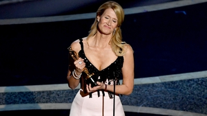 Laura Dern accepting her Oscar for Best Supporting Actress