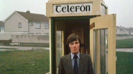 Pat Kenny outside telephone kiosk in Tallaght (1980)