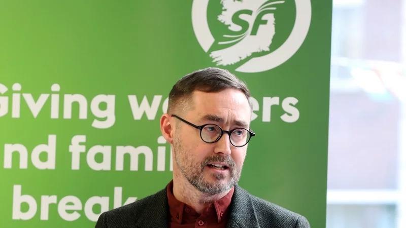 Tá sé ráite ag an Teachta Dála de chuid SF, Eoin Ó Broin, nach mbeidh a pháirtí in ann comhrialtas a chur ar bun gan tacaíocht Fhine Gael nó Fhianna Fáil.