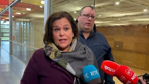 Tá sé ráite ag Uachtarán Shinn Féin, Mary Lou McDonald, gurb í an chomhairle a chuirfeadh sí ar pháirtithe beaga atá i mbun machnaimh faoi dul i mbun comhrialtais le Fine Gael agus Fianna Fáil ná nár chóir dóibh é a dhéanamh.