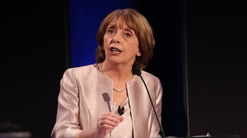 Róisín Shortall said such a low target would give the country a fighting chance of returning to normality
