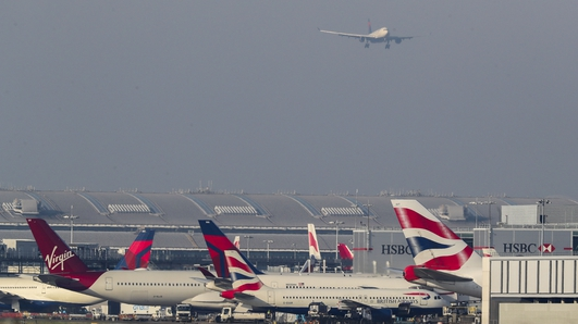 'Technical issues' blamed for disruption at Heathrow