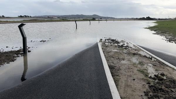 An glasbhealach idir Port Mearnóg agus Baile Dúill