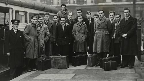 Irish workers arrive in London in 1951 to work as conductors on London buses Photo:Hulton Archive/Getty Images
