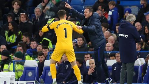 Frank Lampard gives instructions to Kepa Arrizabalaga in November 2019