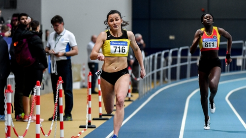 Phil Healy (l) on her way to winning the Senior Women's 200m