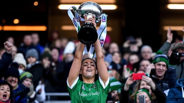 Niamh McGrath lifts the Bill & Agnes Carroll Cup