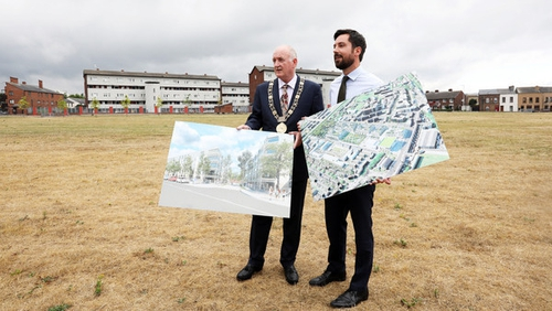 Minister for Housing Eoghan Murphy with former Lord Mayor of Dublin Nial Ring in St Michael's Estate, Inchicore in 2018 (RollingNews.ie)
