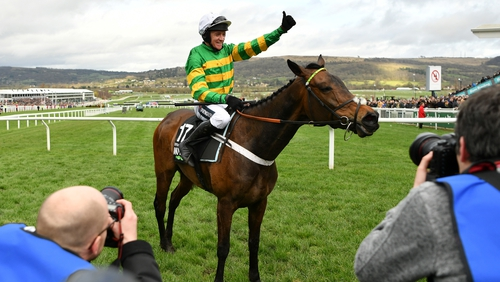 Epatante justified favouritism in this year's Champion Hurdle to give trainer Nicky Henderson an eighth win in the race