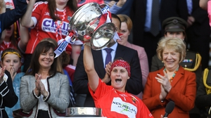 Aoife Murray lifts the O'Duffy Cup in 2018