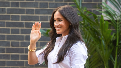 Meghan rocking another chic white shirt in 2019