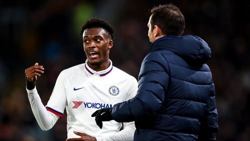 Hudson-Odoi with Chelsea manager Frank Lampard(r)