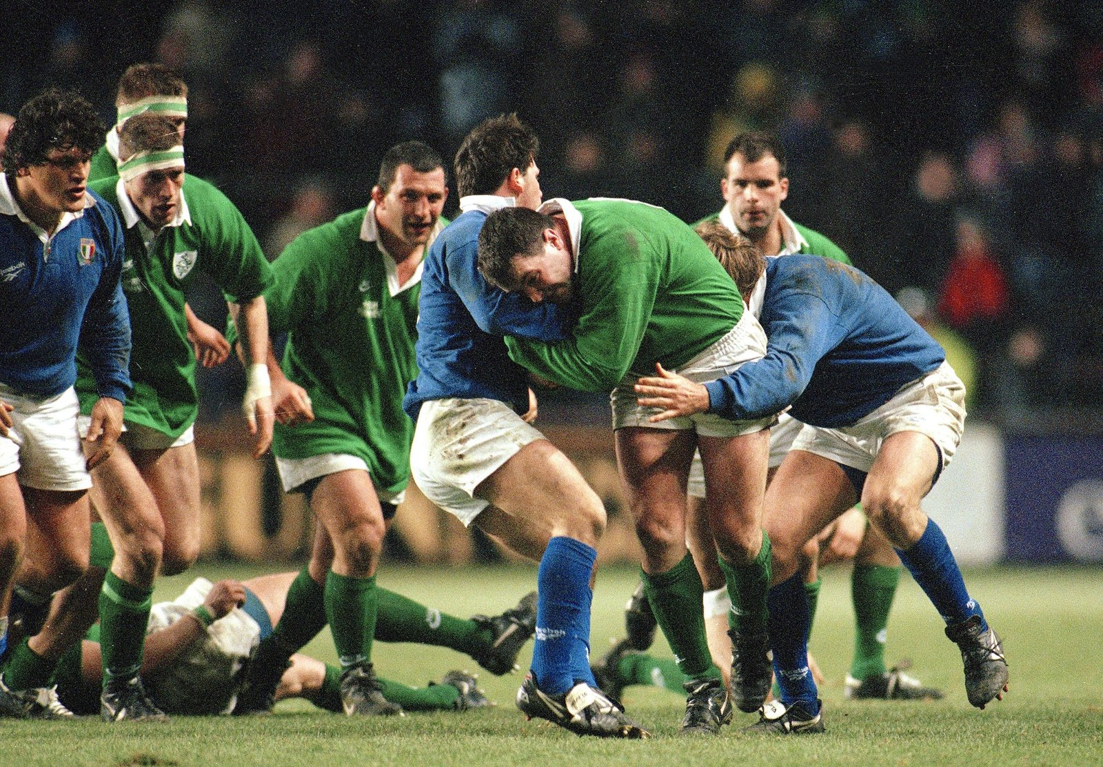 Image - Ireland and Italy during the Lansdowne Road game in 1997