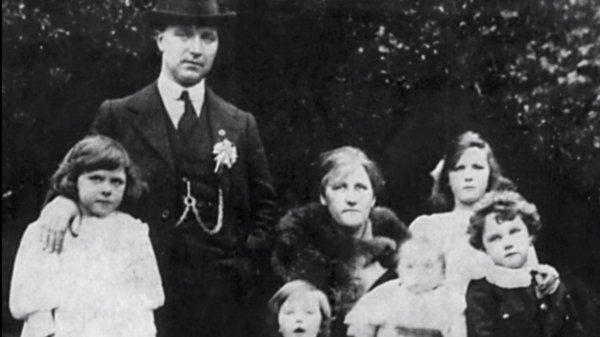 Tomás Mac Curtain with his wife, Eilish and family