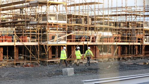 Building workers on the Elsmore housing estate construction site at Naas Co Kildare (Pic: Rollingnews.ie)