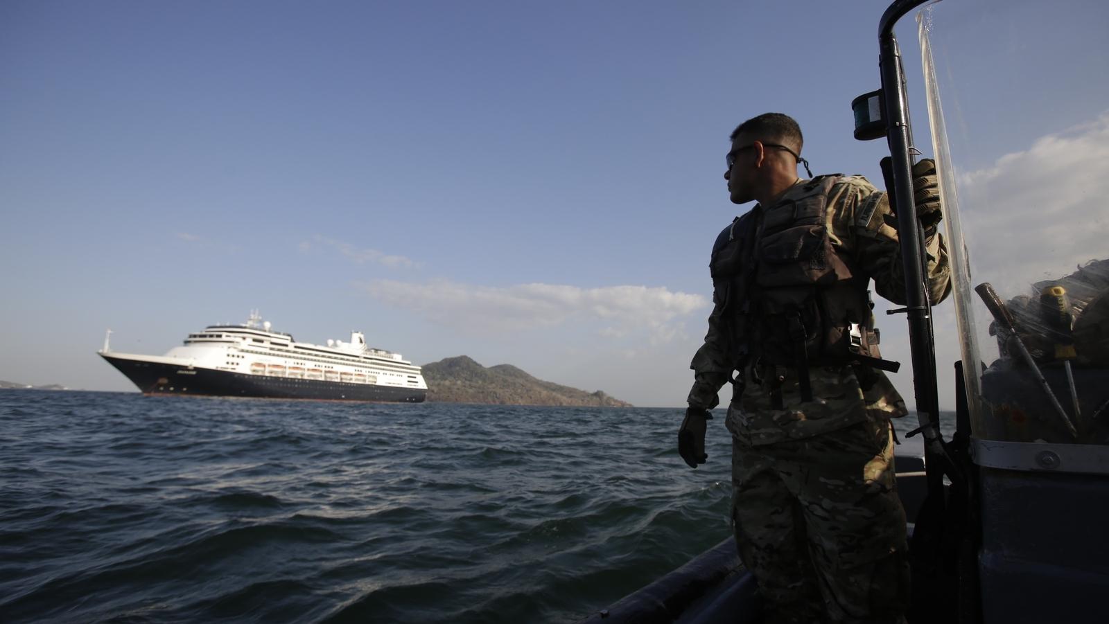 Panama allows virus-affected ship to pass through canal