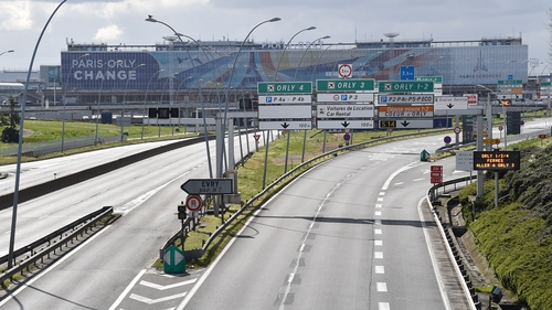 Roads are empty to arrive to Paris Orly Airport