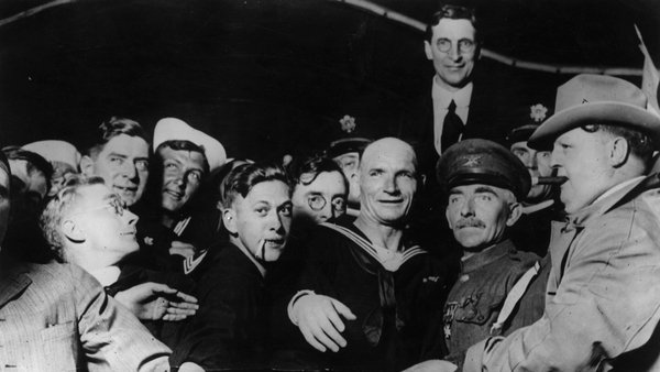 De Valera with supporters in San Francisco