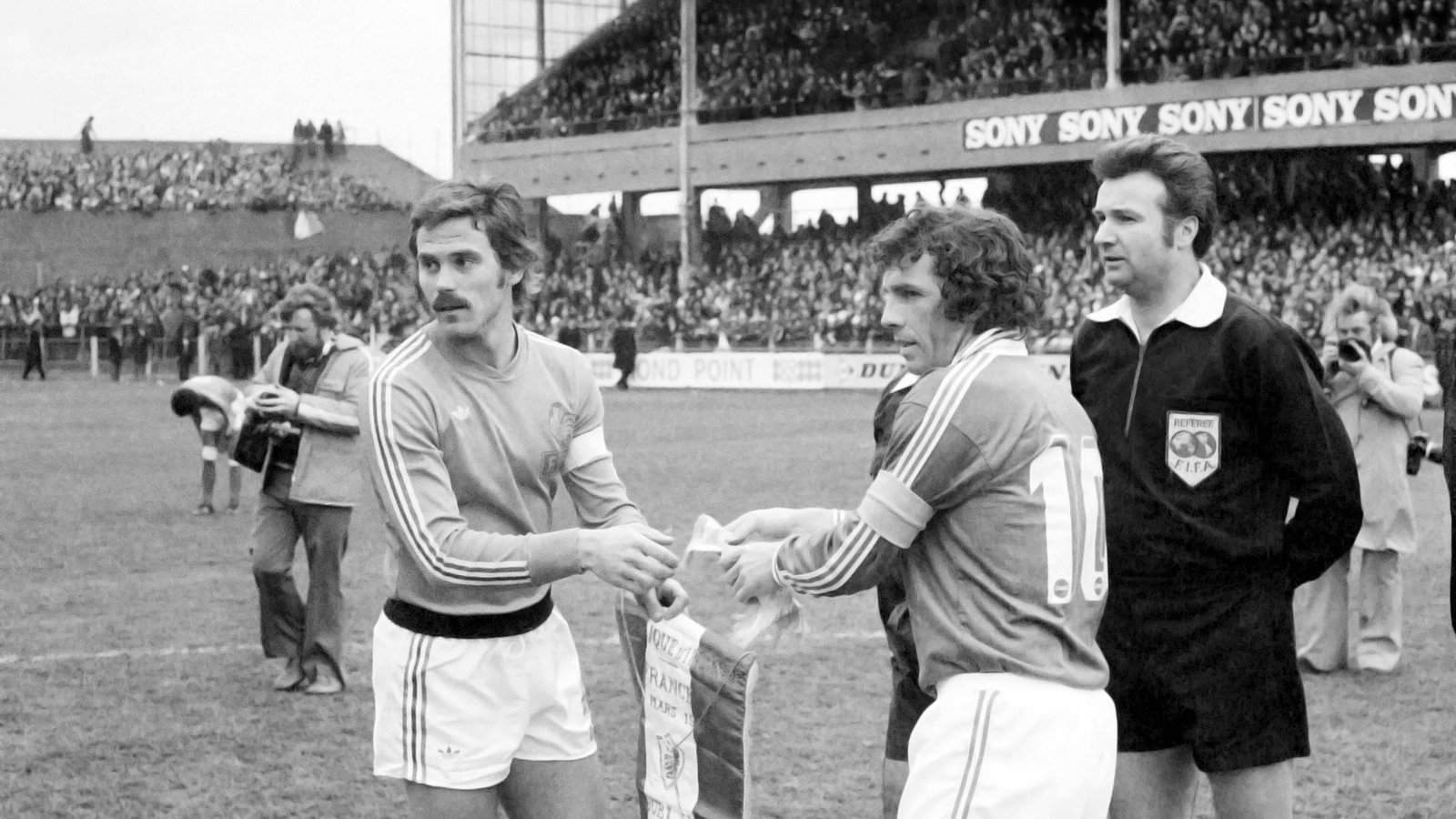 Image - John Giles captaining Ireland in the 1-0 victory over France in 1977