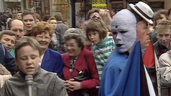 Kevin O'Connell interviews The Diceman, Grafton Street (1990)