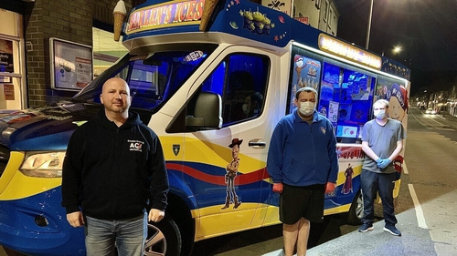 Steven Pollock and the ice cream van crew (l-r) Nathan and Kyle took part in the Shine Your Light initiative