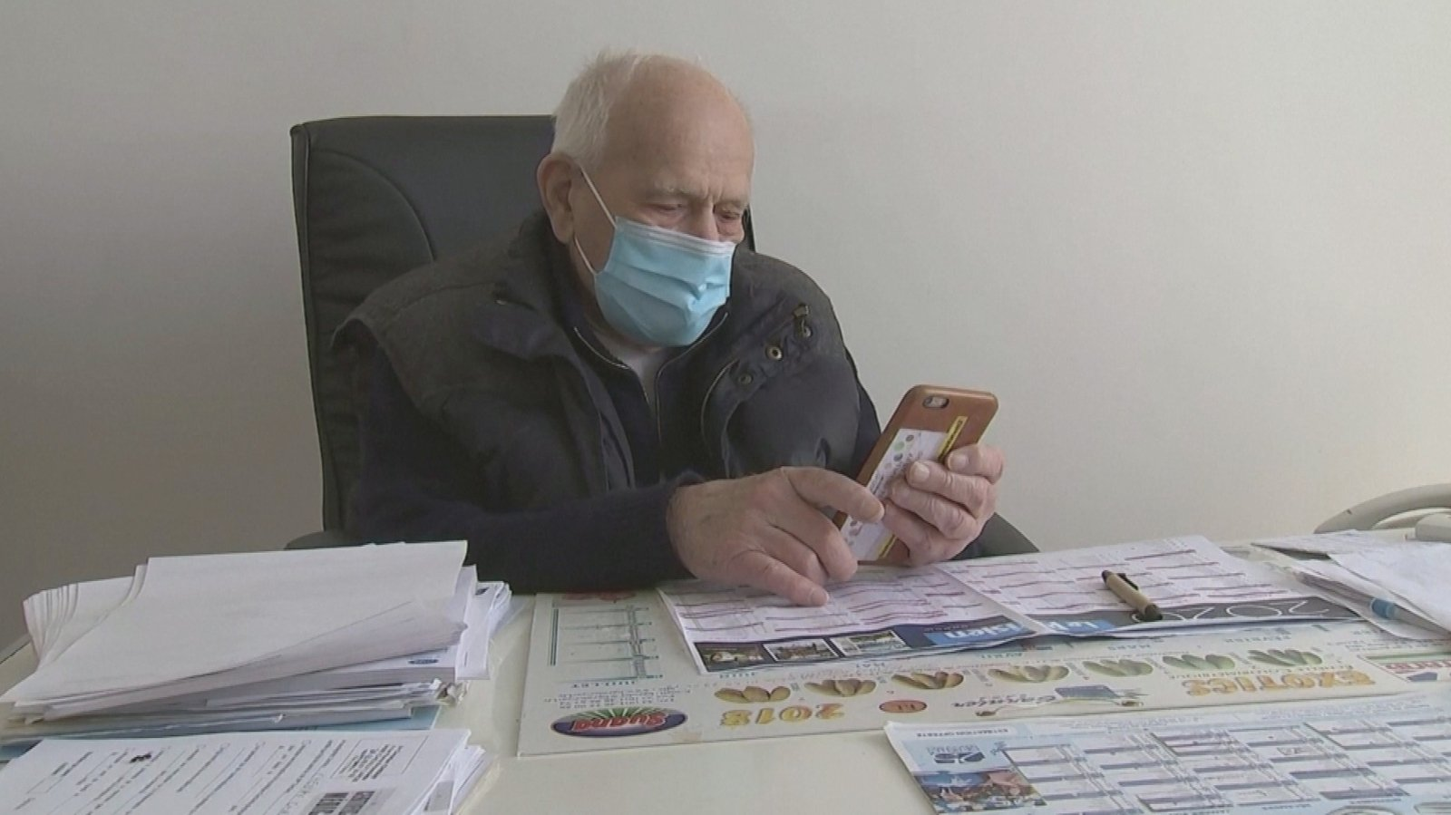 French doctor nearing 99 still seeing patients