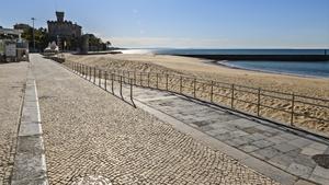 An empty seafront scene in Estoril