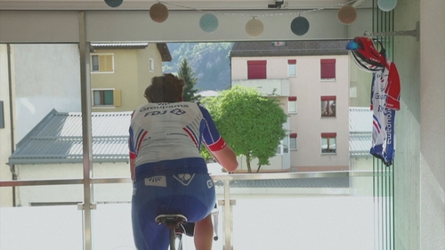 Kilian Frankiny taking part in the Tour de Suisse from his balcony