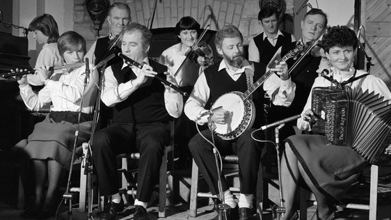 Oranmore Céilí Band on 'The Mountain Lark', February 1985