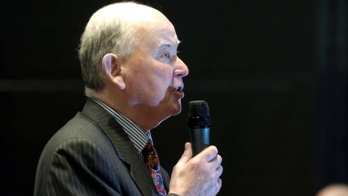 Noel Walsh speaking at the 2005 Annual Congress
