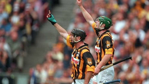 DJ Carey (l) and and Henry Shefflin appeal for a 65 during the 2000 All-Ireland semi-final against Galway