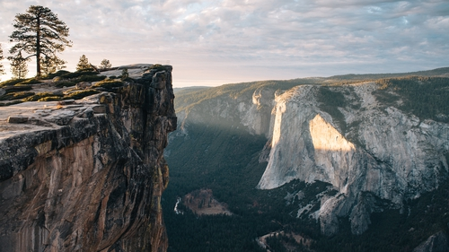 You can enjoy a self-guided virtual tour of US national park Yosemite