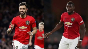 Bruno Fernandes (L) and Paul Pogba