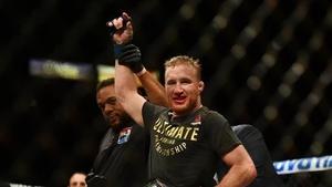 Dana White puts the championship belt on Justin Gaethje