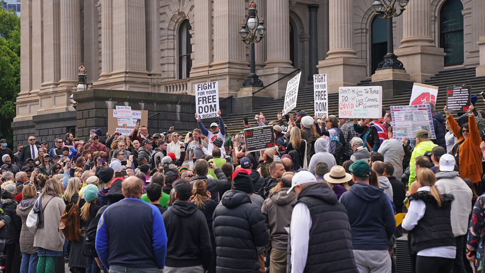 10 arrested at anti-lockdown protest in Melbourne