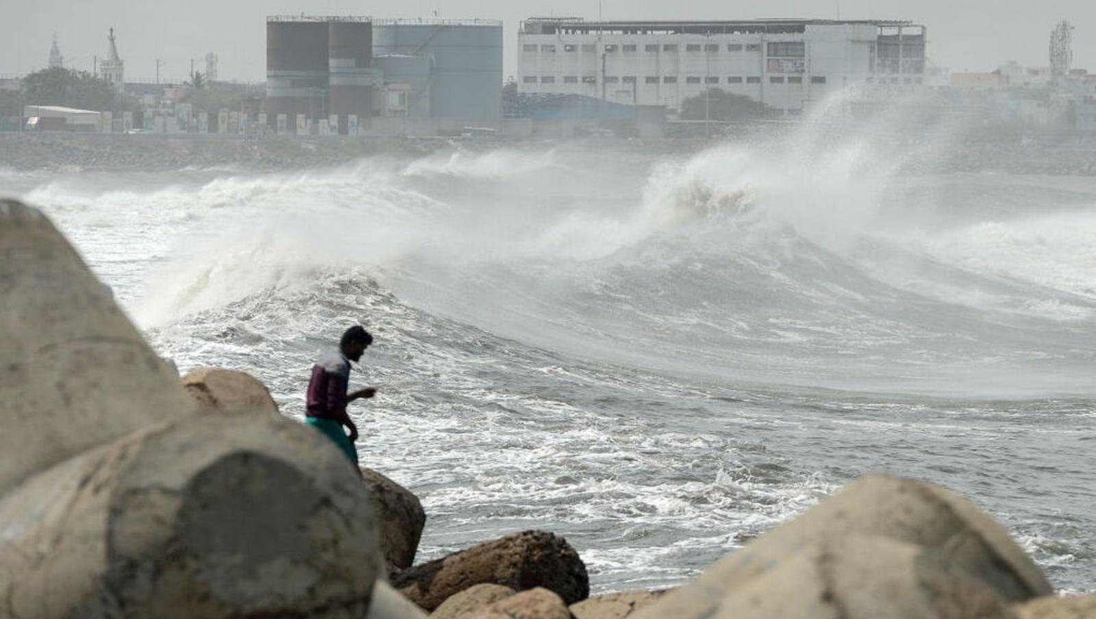 'Super cyclone' bears down on Bangladesh, India