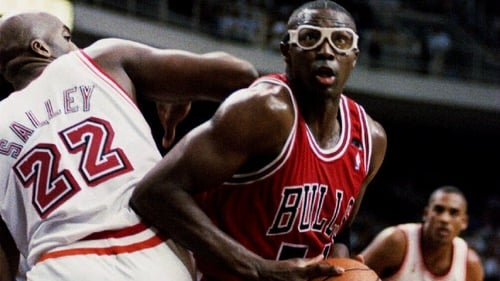 Horace Grant (R) in action for the Chicago Bulls back in 1994