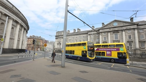 The plan has fewer buses using the same stop, meaning longer walks for some commuters (RollingNews.ie)