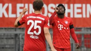 Alphonso Davies, right, celebrates scoring Bayern's fourth goal with team-mate Thomas Muller