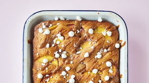 Peach and Dulce de Leche Cake with Meringues