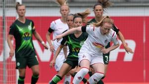 Amber Barrett (front, r) challenged by Wolfsburg's Joelle Wedemeyer (l)