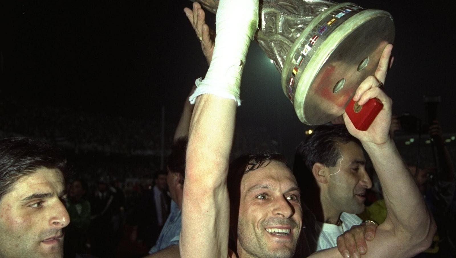 Image - Salvatore Schillaci celebrates winning the 1990 Uefa Cup with Juventus