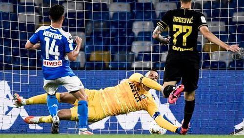 Dries Mertens (C) scores an equalizer past Inter Milan goalkeeper Samir Handanovic