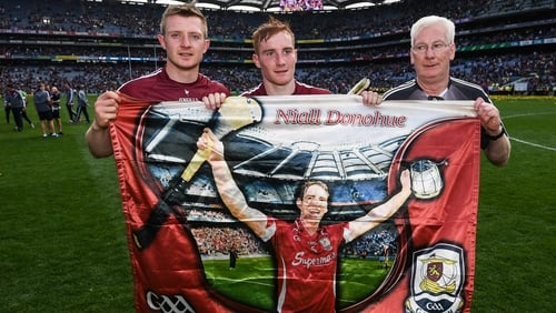 Joe Canning, Conor Whelan and Galway kit manager James 'Tex' Callaghan pay tribute to Niall Donohue after the 2017 All-Ireland final