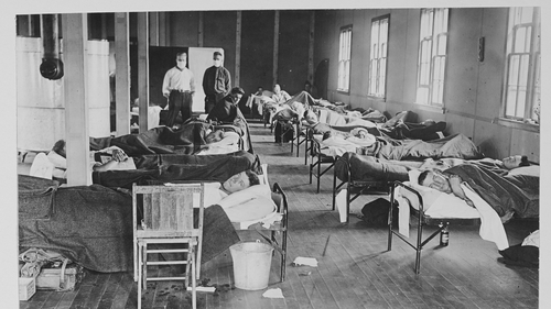 Life inside a flu hospital in 1918. Photo: PhotoQuest/Getty Images