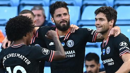 Olivier Giroud (centre) scored Chelsea's winner
