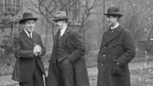 Michael Collins (centre) and Éamon de Valera (right) with Harry Boland (left). Photo: Independent News And Media/Getty Images