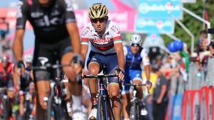 Kanstantsin Siutsou in action at the 2017 Giro