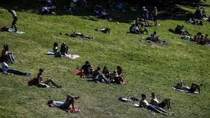 People enjoying the heatwave at the Parc des Buttes Chaumont in Paris