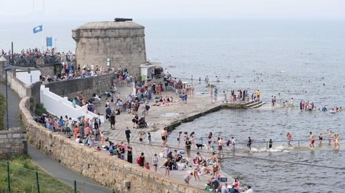 Crowds flocked to Seapoint in Dublin (RollingNews.ie)